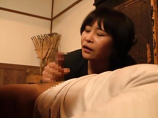 Mature Asian amateur gives amazing head to her guy